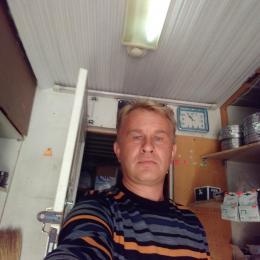 Парень милой внешности ищет девушку для интим встреч в Новороссийске